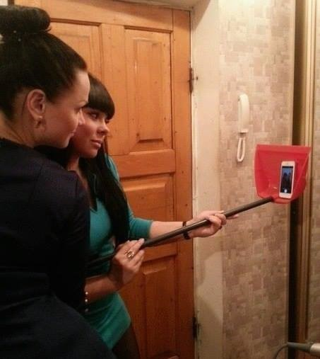 girls and creative way of doing selfie